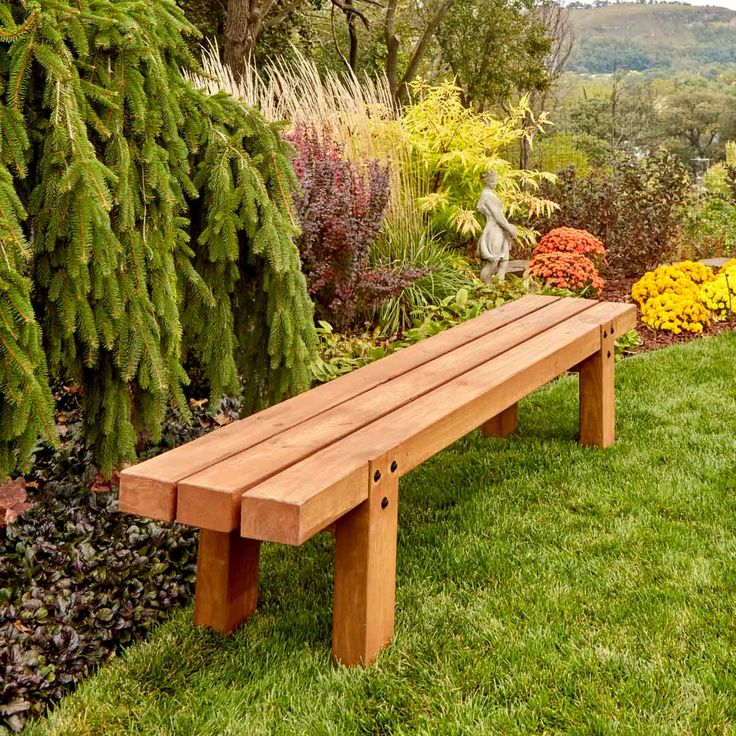 40 Outdoor Woodworking Projects for Beginners | The Family Handyman | You don't have to be an expert woodworker or own specialty tools to take on one of these 40 outdoor woodworking projects for beginners. Every one of the simple projects included here features step-by-step plans and tips for success.
