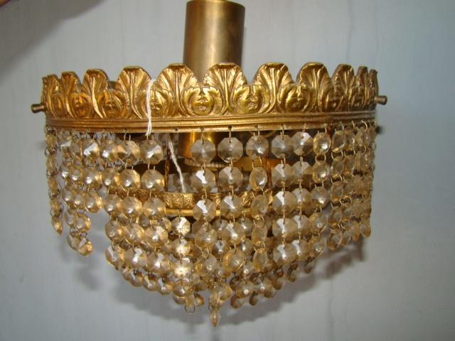 Pequeña lampara colgante de los 70 con algunas piedras faltantes