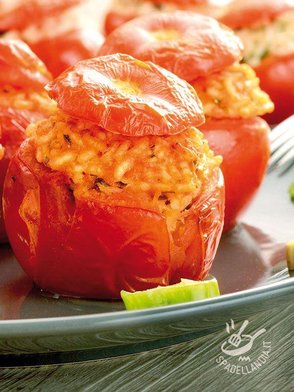 I Pomodori ripieni con riso e bufala sono un piatto di verdure sfizioso, ricco di sapori e aromi, ideale per mangiare in modo salutare e appetitoso!