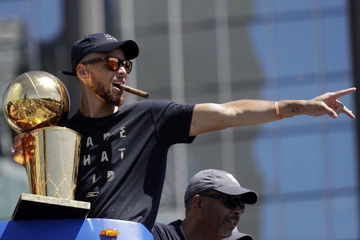 "Stephen Curry, Warriors agree to richest NBA deal of all time Sitemize ""Stephen Curry, Warriors agree to richest NBA deal of all time"" konusu eklenmiştir. Detaylar için ziyaret ediniz. http://www.xjs.us/stephen-curry-warriors-agree-to-richest-nba-deal-of-all-time.html"
