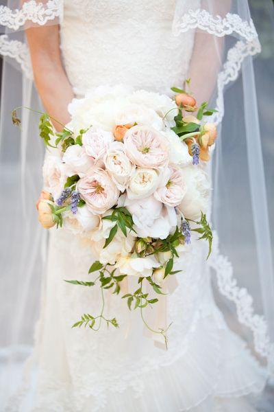 pastel bouquet by Kim Curtis of Toast http://www.weddingchicks.com/2013/09/11/mediterranean-wedding/