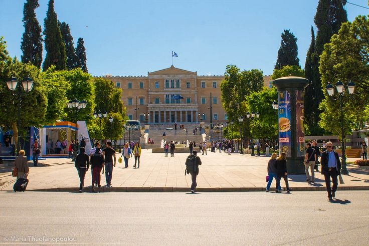 Athens Mayor to Regulate Seating, Calls for Respect of Public Space