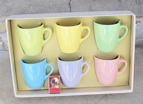 Fab-set-of-Retro-Diana-Australian-pottery-pastel-coloured-mugs-circa-1950-60