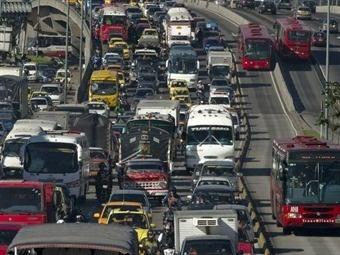 La medida 'Pico y Placa' entró a regir la mañana de ayer en Bogotá, es un nuevo esquema de restricción vehicular solo para carros particulares...Ver más en: www.elpopular.com.ec/56345-pico-y-placa-en-bogota.html?preview=true