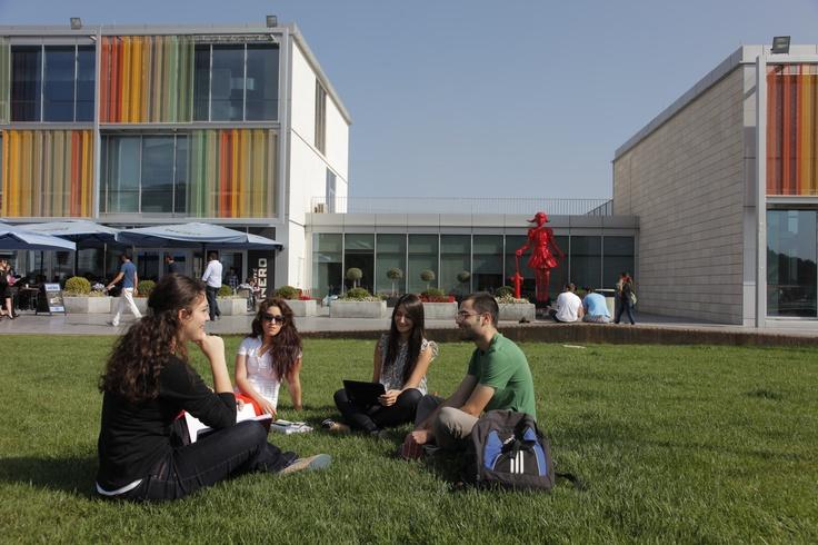 Biz maddi yönden erişilebilir ve girişimci bir araştırma üniversitesiyiz. Bütün programlarımızda Türkiye, Doğu Avrupa ve Orta Doğu'nun en iyi on üniversitesinden biri ve dünyanın en iyi ilk iki yüz üniversitesinden biri olarak hem ulusal hem de uluslararası arenada kabul görmeyi hedefliyoruz. Mezunlarımız işverenleri için anında fark yaratan kişiler olarak tanınacaktır.