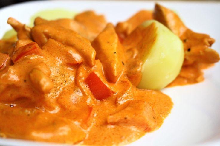 Goulash eten wij thuis niet zo vaak. Waarom weet ik eigenlijk niet, want elke keer als ik het maak denk ik 'dit moeten we veel vaker eten!' Maggi heeft een heerlijke dagschotel in het assortiment waarmee je een paprika-goulash saus maakt met champignons en kip. Maar... #food #recept #zonderpakjes
