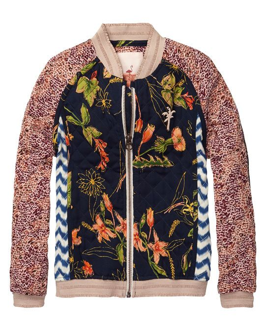 Quilted jacket starring a short bomber fit, raglan sleeves, zipper closure and cuffed waistband. http://webstore-all.scotch-soda.com/girls/jackets/quilted-jacket/14510110409.html?dwvar_14510110409_color=dessin%20Y