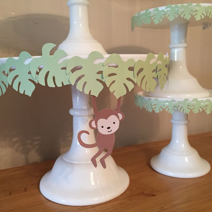 Jungle party cake stands