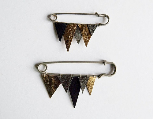 wool..or leather: Brooches, Duper Things, Triangles, October 2010, Bloggerclub Pin, Handmade Jewellery, Totally Diy, Accessories, Bloggers Club Pin