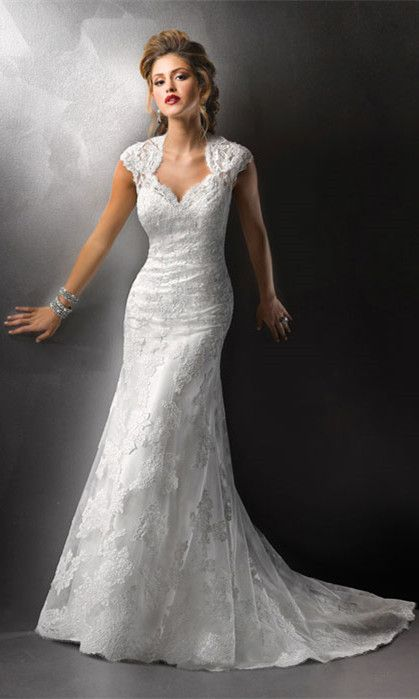 Love this, but I am probably not curvy enough to rock this. Love the neckline with half up though