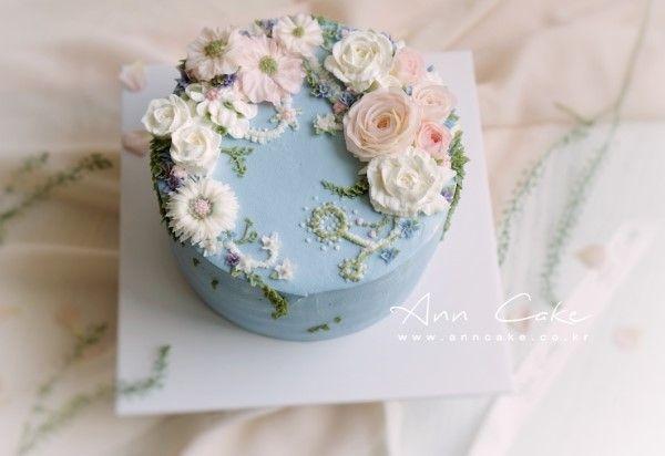 오늘은 특별한 날을 위해 제작한 딸기 생크림 플라워 케이크 를 소개해 드립니다. 친구 아버님 환갑 생신용...