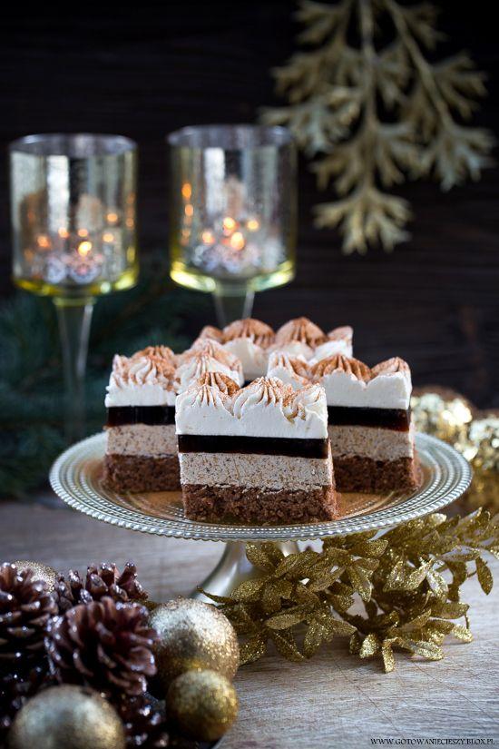 Świąteczne ciasto orzechowo kawowe./ Christmas nut and coffee cake.