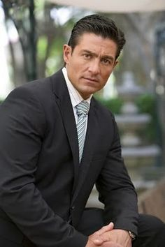 MEN IN SUITS - AMIGO ! FERNANDO COLUNGA!