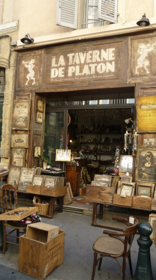 La Taverne de Platon is a shop in Aix-en-Provence, France, with French wine labels printed as posters on silkscreen, available for purchase