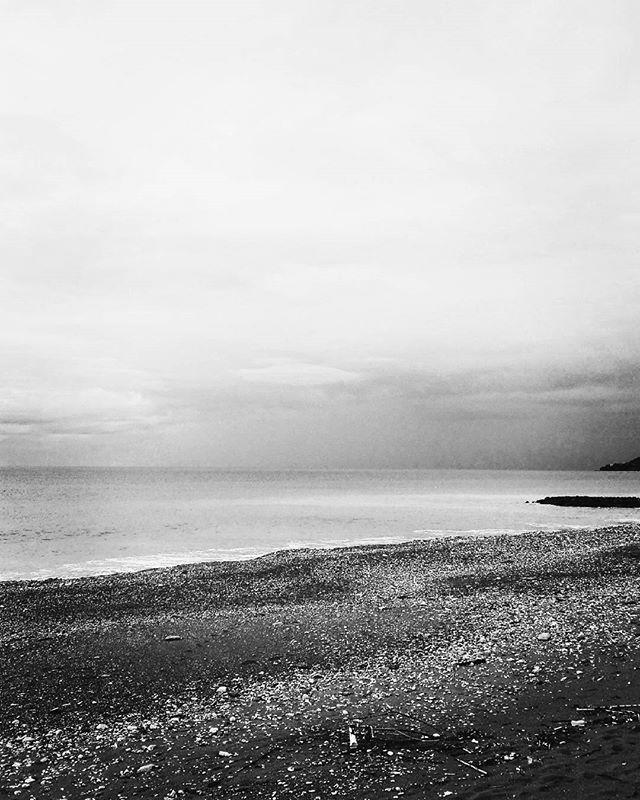 Sea in black and white. #unangeloinviaggio  #italy #italia #calabria #cosenza #living_europe #mare #sea #seaside #viaggio #adventure #nature  #biancoenero #blackandwhite #igersitalia #igerscalabria #igerscosenza #sud #vivocalabria #vivocosenza #volgocosenza #volgocalabria #paesaggi_italiani #paesaggio #panorama #beach #spiaggia  #cosenza_super_pics #living_destinations  #amepiaceilsud