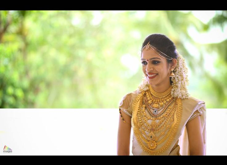Wondering how much is 'A Lot'? While you may think minimizing on the accessories will help, these gorgeous brides sure took 'decking-up' to a whole new level. With all the traditional gold jeweller...