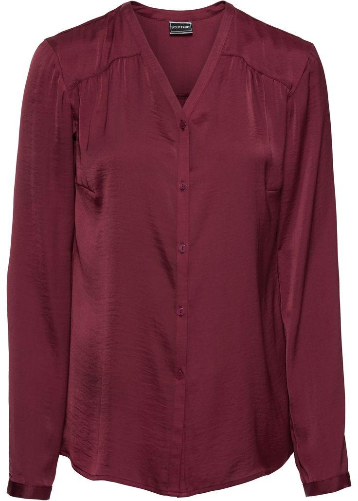 Die langärmlige Satin-Bluse verzaubert mit versetzten Nähten und dekorativen Raffungen an den Schultern.