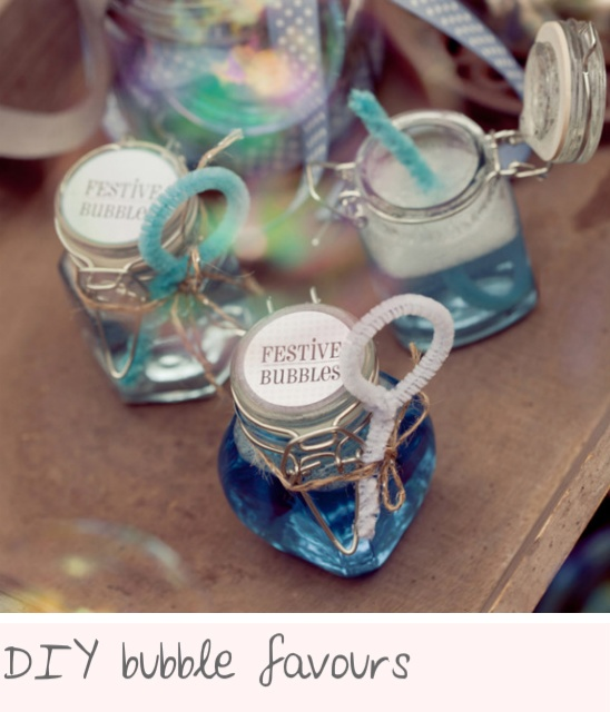 DIY bubble favours from Chloe Adore blog. I love this idea. Great for children.