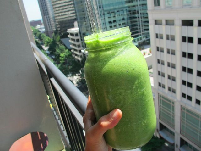 The Green Smoothie That Made the News - Food Babe -add chia seed, swap carrot for the grapefruit and it's the perfect anti-inflammatory green drink!