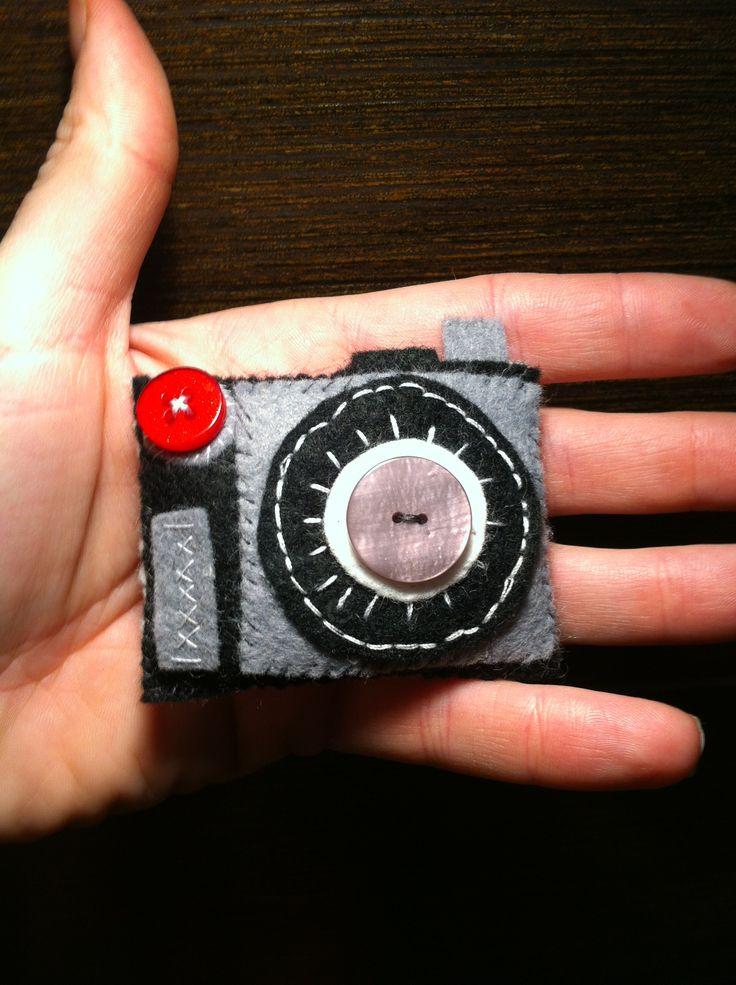 Felt camera brooch