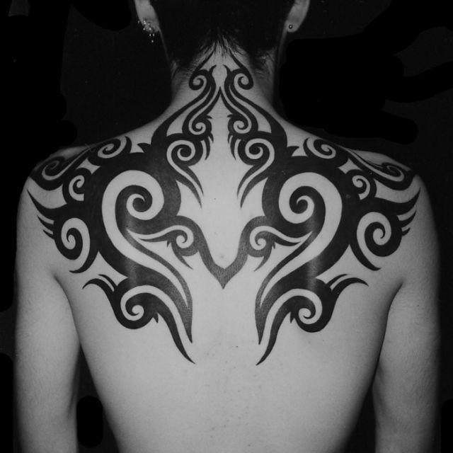 背中,トライバルタトゥー/刺青デザイン画像