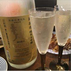 最近ハマっているお酒純米大吟醸 梵 ゴールド() 洋食にピッタリのお酒なのでこのお酒に合わせて料理を作っています淡い黄金色でちょっとワインっぽいかな(-)  女性は絶対に好きだと思いますぜひ飲んでみてくださいねー()