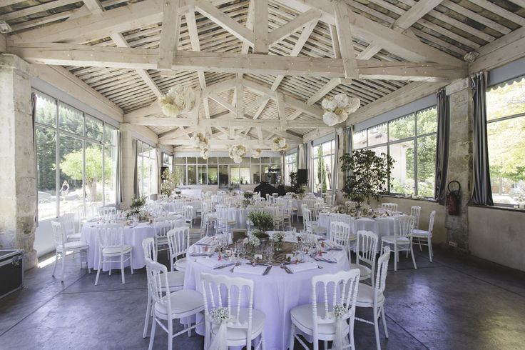 place of reception wedding in Provence Barn, apparent framework. Reception room Wedding venue in Provence.