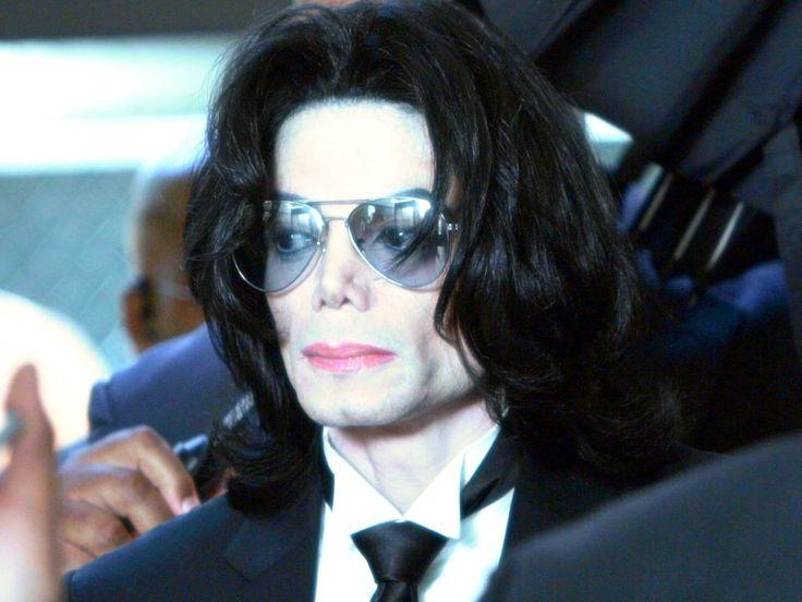 Conrad Murray, il medico che somministrò la dose legaledi Propofol a Michael Jackson, tornerà in libertà  http://tuttacronaca.wordpress.com/2013/10/26/il-medico-di-michael-jackson-e-di-nuovo-in-liberta/