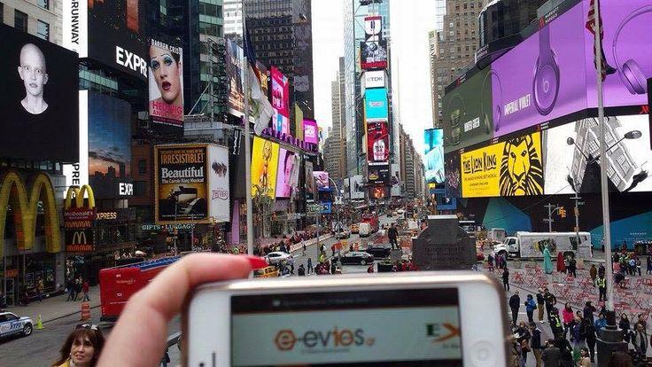 """Έχει χαρακτηριστεί σαν το """"σταυροδόμι του κόσμου""""!  Στην Times Square, στο Μανχάταν της Νέας Υόρκης βρέθηκαν οι Μαριάννα με τη Γωγώ και μας έστειλαν μπόλικο Αμερικάνικο αέρα :) Love you too girls <3"""
