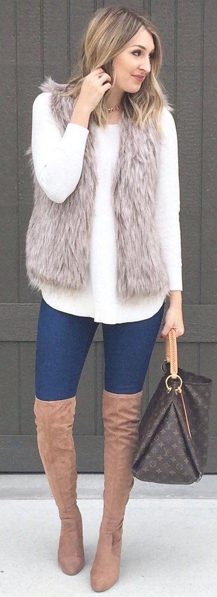 #winter #fashion / gris de piel sintética de chaleco / blusa blanca / azul marino Skinny Jeans / Botas Marrón OTK