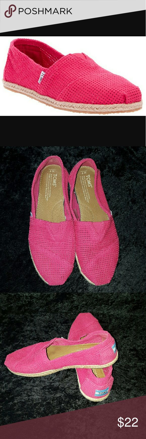 Toms Mesh Cut Out Pink Espadrille Shoes Sz 7 Flirty shoes that make a statement all while comfortable to wear! No flaws other than normal wear. Please refer to photos. TOMS Shoes
