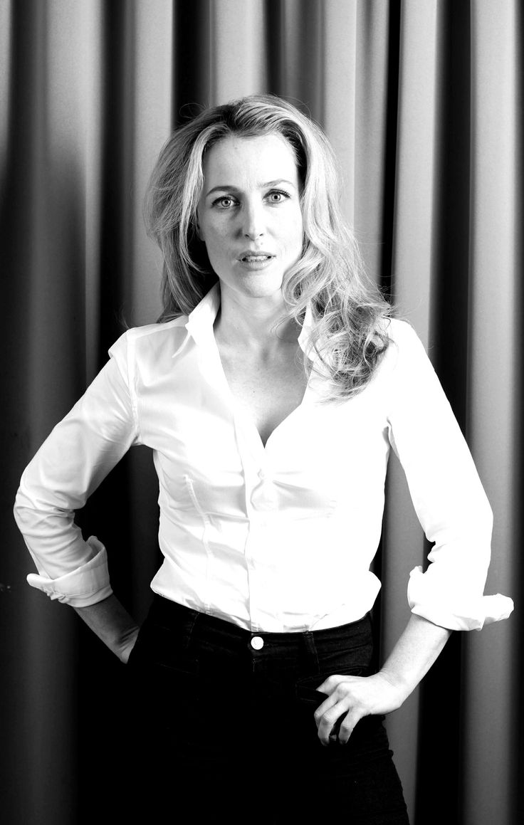 oh jesus she is so fucking hot i m dying gillian anderson pinterest blusen. Black Bedroom Furniture Sets. Home Design Ideas