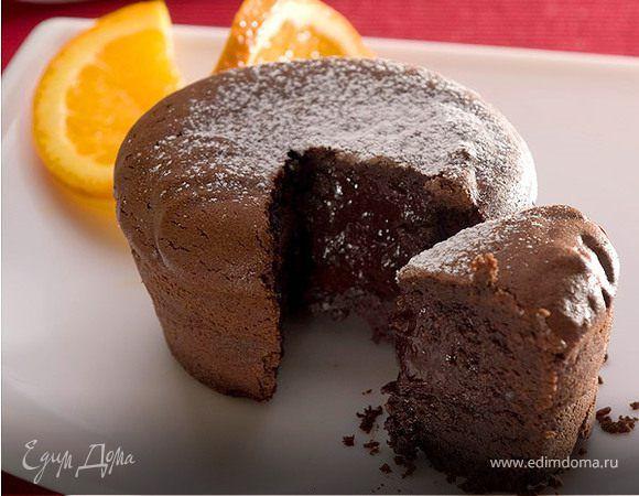 Шоколадные кексы с жидкой начинкой. Ингредиенты: сливочное масло, яйца куриные, яичные желтки