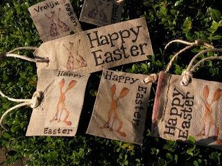 Happy Easter labels van overgebleven  postzak-stof.  2zussen.blogspot.nl