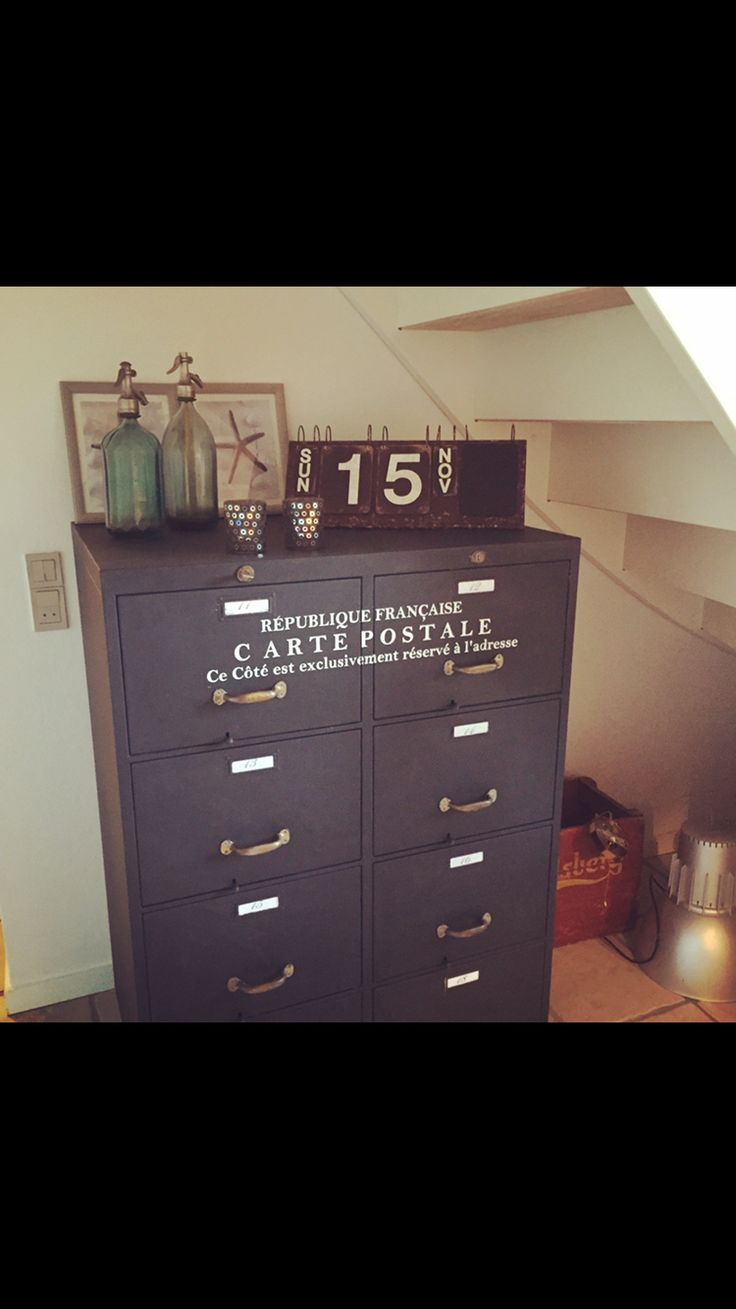 Grey before paint with Chalkpaint from jeanne D'Arc Living. Vintagepaint.