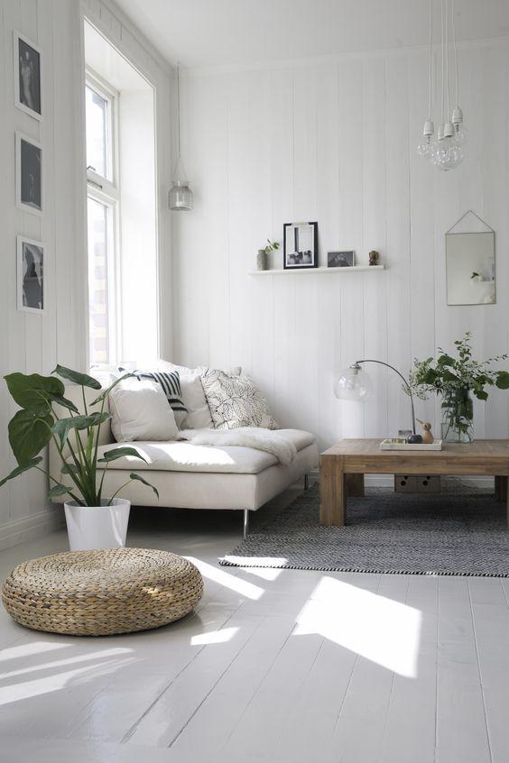Witte vloer en meubels wit/hout