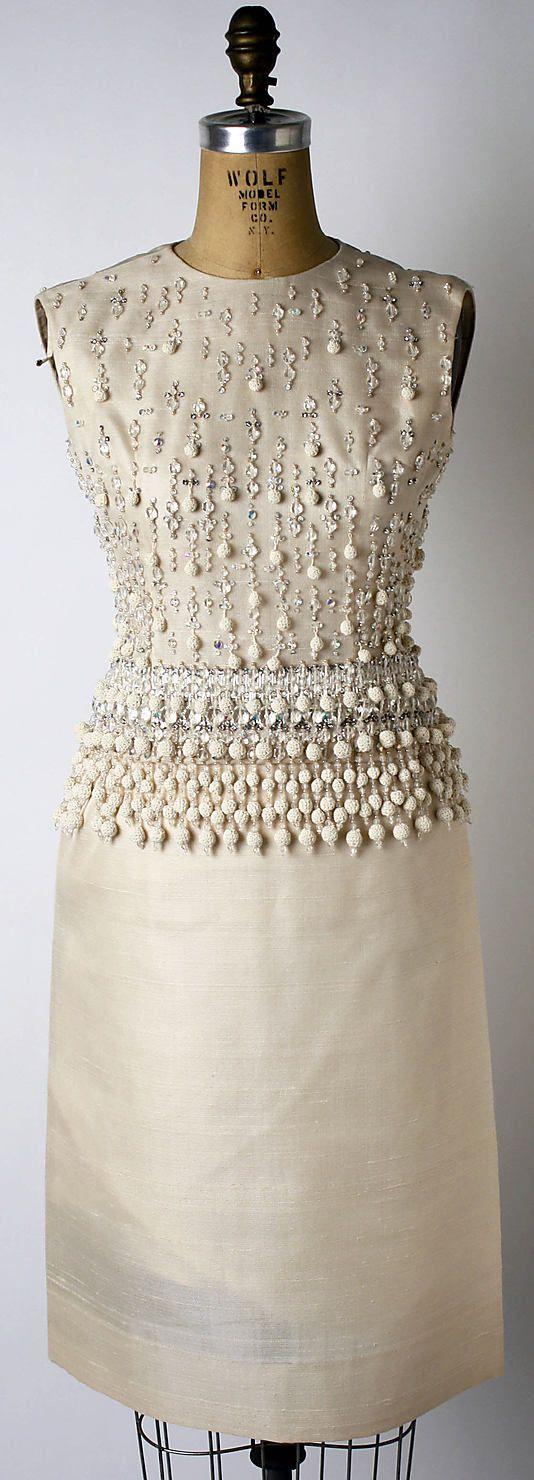 Dior 1947 Detalhe nos bordados em pérolas, feitos à mão. Perfeito