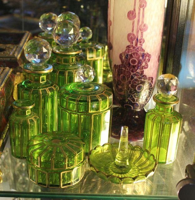 ensemble de toilette Napoléon III en cristal, ornementé de dorure. http://www.brocante-antiquite.fr/toulouse/pucesdoc/non-classe/brocante-puces-doc
