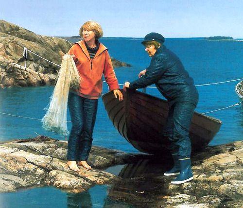 Tove Jansson and Tuulikki Pietilä on the island Klovharu