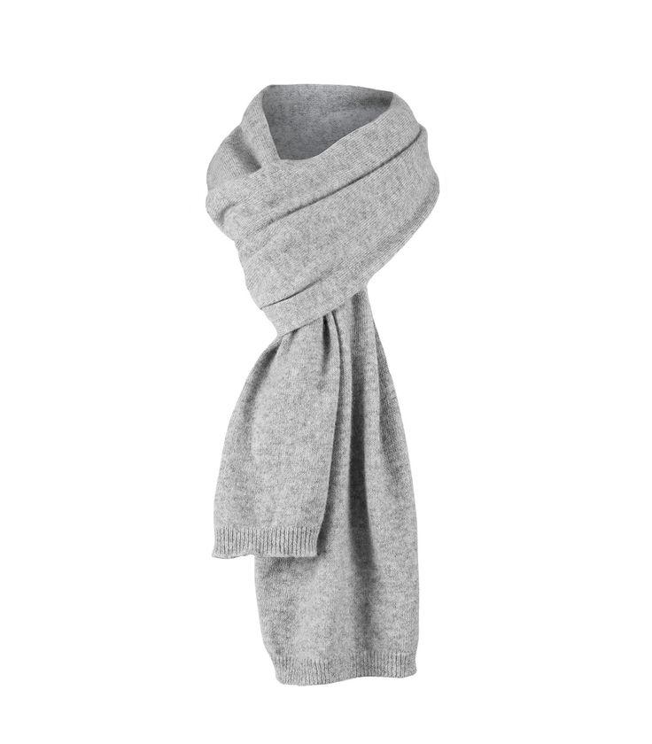 Кашемировый шарф для мужчин и для женщин, которые любят мягкость и тепло наших трикотажных изделий из роскошного кашемира и шерсти мериноса. Изделия и аксессуары из кашемира не только очень тёплые, но и также смотрятся стильно и элегантно. Порадуйте себя этой великолепной новинкой от Wool Overs!