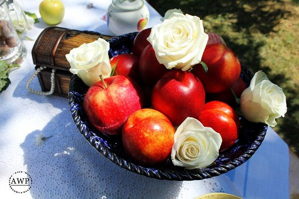 lovely peaches with white roses <3
