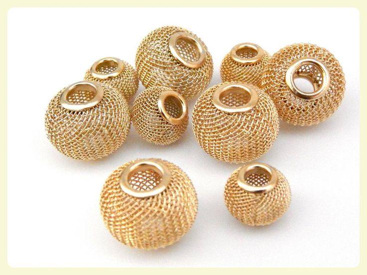 Separador de malla en chapa de oro 14k SMO01 A (chico) 15x10mm, peso 1.1 gramos, (1 pieza) $12, (12 piezas) $120 B (grande) 20x15mm, peso 2.1 gramos, (1 pieza) $18, (12 piezas) $180 Ideal para armado de bisutería fina pregunte a su vendedor por precio en baño de plata o crudo (sin chapear)