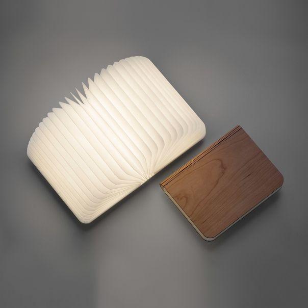 Lampe Livre LUMIO - une idée cadeau dénichée par Georges sur AlloCadeau.com -
