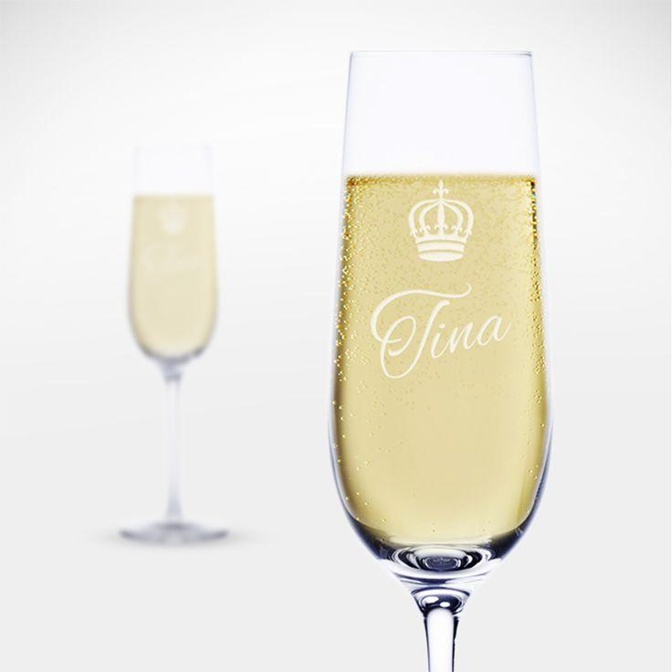 Eine wahre Königin trinkt nur aus ihrem persönlichen Sektglas. Unser Sektglas mit Gravur - kleine Krone - Personalisiert ist da gerade gut genug. Auch für Könige geeignet.