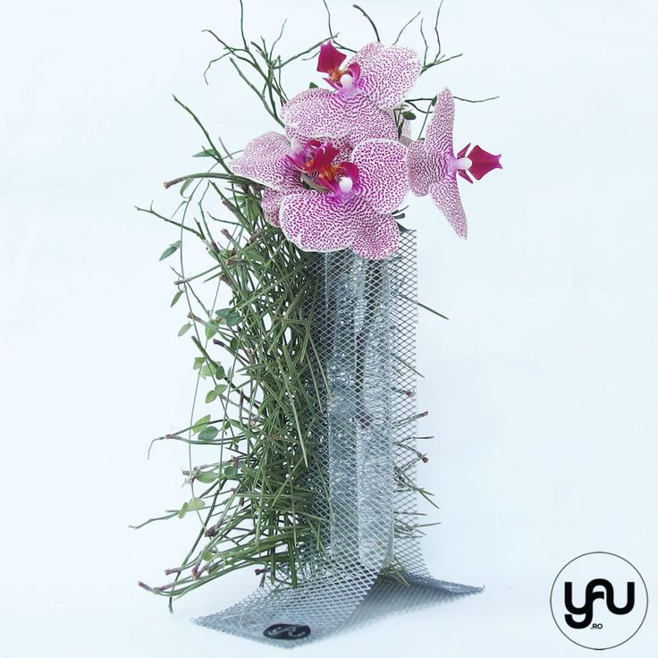 Flori MARTIE deosebite - orhidee si pin intr-o structura YaU din metal _ yauconcept _ elenatoader (3)