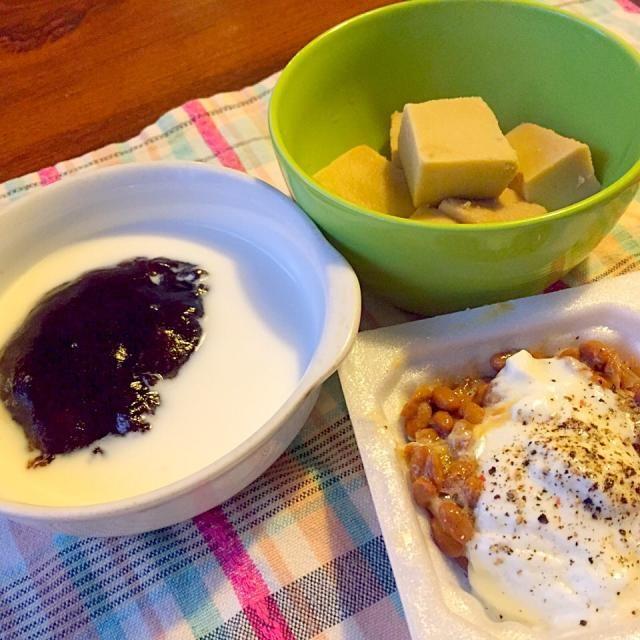 今日は来年度のための健康診断を受けないと行けないのに  なぜかなぜか、朝の空腹時血糖値が213もあったりする( ꒪Д꒪)  このところまともに眠れてないからか? ストレスのせいかは定かじゃないけれど、 このままじゃ、最悪の健康診断になりそうなので  無駄なあがきで糖質オフの朝ごはん サイリウムでコーヒー餅 高野豆腐の炊いたの ヨーグルト納豆   超忙しい1週間、始まります 乗り切るぞー( ´ ▽ ` )ノ - 22件のもぐもぐ - 糖質オフの朝ごはん( ꒪Д꒪) by lalanoir
