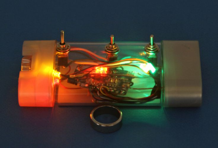 Dark-Detecting LED Build a simple light-sensing circuit that switches an LED on when the lights go out. MAKE: Projects http://makezine.com/projects/dark-detecting-led/