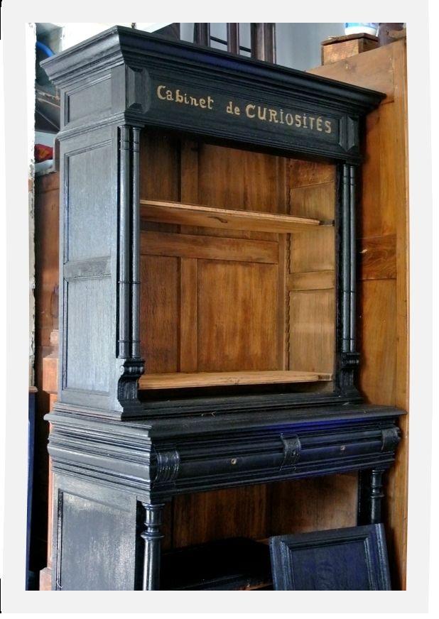 Cabinet de curiosités relooké à partir de buffet Henri II. Création Le Meuble du Photographe