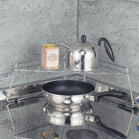 ●シンプルで機能的なフォルムはキッチンで大活躍です。 ●キッチンのコーナーを有効利用できます。 ●ビルトインタイプのIHクッキングヒーターのコーナーに置いて、鍋やケトルなどをすっきり収納することができます。 ●耐荷重:約5kg 【商品詳細】サイズ:約 幅55.5×奥行26×高さ18.5cm 内容量:1台 材質:鉄(クロムめっき) 生産国:中国製 備考:耐荷重:約5kg【商品区分】[在庫商品][返品区分A] 《キッチン収納 キッチンラック シンクサイドラック 収納棚 L型 コンロ周り 収納ラック キッチン 収納 ワイヤーメッシュ》