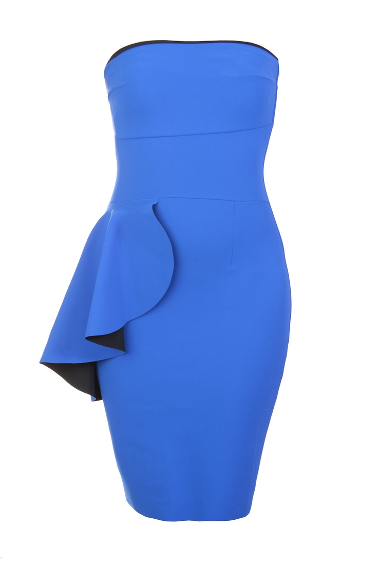 Several highly performing dresses and skinny trousers for essential glamour, offering different solutions ranging from sculpting effect to light support, from bon ton to daring and alluring elegance.